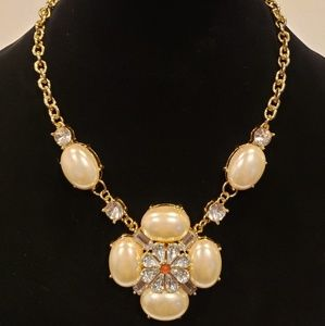 LEE Angel Pendant Necklace (Pearl/Gold)